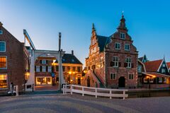 Free Town Hall In De Rijp Netherlands At Dusk Stock Images - 188424844