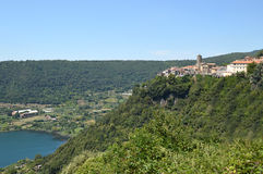The town of Nemi and its volcanic lake in the Castelli Romani -. The town of Nemi and its volcanic lake in the Castelli Romani in Lazio Stock Photo
