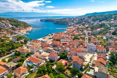 Free Town Of Jelsa Bay And Waterfront Aerial View, Hvar Island Stock Photo - 192099410