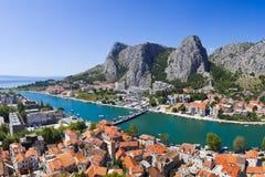 Town Omis i Kroatien Royaltyfri Fotografi