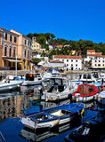 town veli för adriatic hamnlosinj Arkivfoto