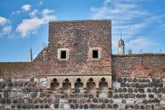 Towngate medieval con la torre en la ciudad alemana vieja de Zons Fotos de archivo