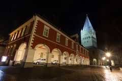 Townhall en st patroklidom meest soest Duitsland in de avond Stock Afbeelding