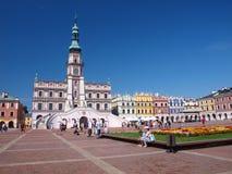 Townhall et grand dos grand du marché, Zamosc, Pologne Image libre de droits