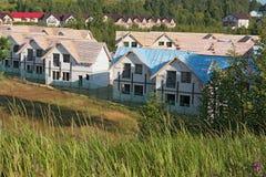 Townhouses κάτω από την κατασκευή στις αγροτικές περιοχές Στοκ φωτογραφίες με δικαίωμα ελεύθερης χρήσης