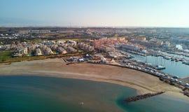 Townscape aereo di Almerimar di fotografia del fuco Almeria, Spagna immagine stock
