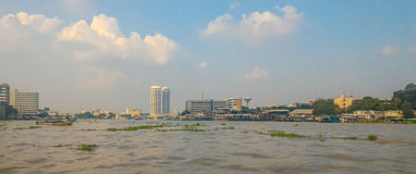 Townscape in Chao Phraya River, Bangkok Royalty-vrije Stock Foto's