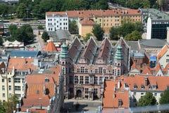 Townscape con los tejados rojos en la ciudad vieja Gdansk hecha del top, aeri imagen de archivo