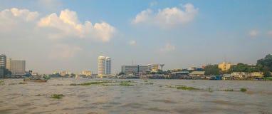 Townscape em Chao Phraya River, Banguecoque fotos de stock royalty free