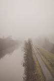 Towpath δίπλα στον ποταμό Στοκ φωτογραφία με δικαίωμα ελεύθερης χρήσης