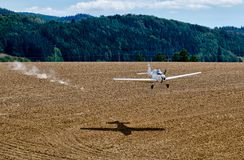 Towplane landing royalty free stock photos