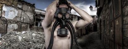 Toxic.Environmental καταστροφή. Μετα αποκαλυπτικός επιζών στο αέριο μ στοκ εικόνα