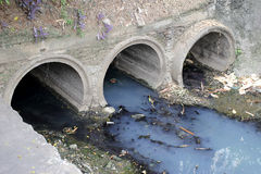 Free Toxic Water Running From Sewers In Dirty Underground Sewer For Dredging Drain Tunnel Cleaning. Stock Photo - 74845360