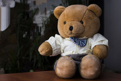 Toy Bear na tabela Foto de Stock Royalty Free