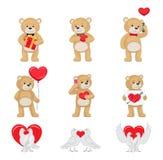 Toy Bears molle sveglio e colombe bianche nell'insieme di amore Fotografia Stock