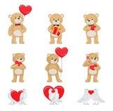 Toy Bears mou mignon et colombes blanches dans l'ensemble d'amour Images libres de droits