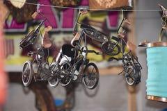 Toy Bicycle sur le marché indien photos stock
