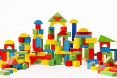 Toy Blocks City behandla som ett barn tegelstenar för husbyggnad, ungeträkubik Arkivbilder