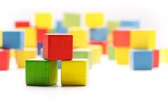 Toy Blocks Cubes, drei hölzerne Baby-Farbgebäude-Kästen Stockbilder