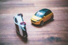 Toy Car Accident As een Conceptenontwerp voor Autoverzekering of Drijfschool stock foto