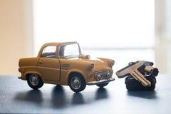 Toy Car y llave Imágenes de archivo libres de regalías