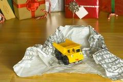 Toy Christmas-Geschenk ausgepackt Lizenzfreie Stockfotografie