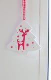 Toy Christmas Tree mit einem Rotwild Lizenzfreies Stockfoto