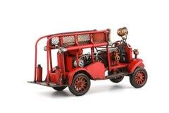 Toy Fire Engine antico su fondo bianco, isolato Fotografie Stock Libere da Diritti