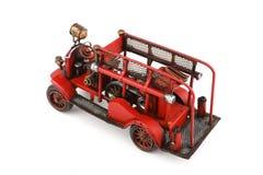 Toy Fire Engine antico su fondo bianco, isolato Fotografia Stock