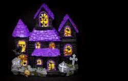 Toy Ghost hus för halloween Arkivbild