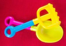 toy Het speelgoed van de strandbaby op de achtergrond stock afbeelding