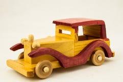 Toy Red en bois et voiture jaune Photo stock