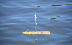 Toy Sailboat de madera sin la vela fotografía de archivo