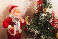 Toy Santa Claus och julgran, Royaltyfria Bilder