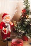 Toy Santa Claus och julgran, Royaltyfri Bild