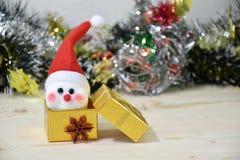 Toy Snow man i gåvaask Fotografering för Bildbyråer