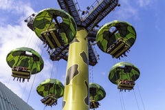 Toy Soldiers Parachute Drop royaltyfria bilder