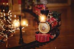 Toy Train avec le thème de Noël Photo stock