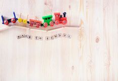 Toy Train Education, di nuovo al concetto della scuola con lo spazio della copia Immagine Stock