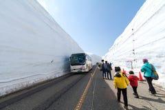 TOYAMA, JAPÃO - 30 de abril de 2017: Os povos estão andando em Tateyama K Fotos de Stock Royalty Free