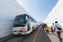 TOYAMA, JAPÃO - 30 de abril de 2017: Os povos estão andando em Tateyama K Imagens de Stock