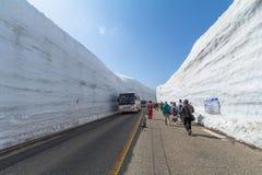 TOYAMA, JAPAN - April 30, 2017: De mensen lopen bij de weg Royalty-vrije Stock Afbeelding