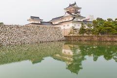 Toyama-Schloss mit Reflexion im Wasser, Schlosshistorisches wahrzeichen Stockfoto