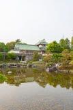 Toyama-Schloss mit schönem Garten und Reflexion im Wasser Lizenzfreie Stockbilder