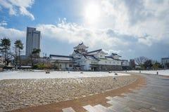 Toyama-Schloss mit Schnee in Toyama-Stadt Stockbilder