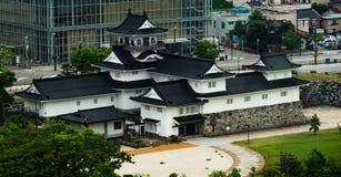 Toyama slott: Bakre sida av den Toyama slotten arkivbilder