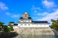 Toyama slott med blå himmel arkivfoton