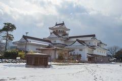Toyama slott med den insnöade Toyama staden Royaltyfri Foto