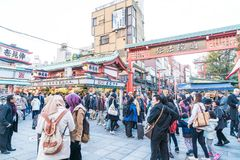 Toyko, Japan - 28 NOV 2016: Tourists walk on Nakamise Dori in Se Royalty Free Stock Photos