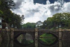Toyo, Japen - avril, 25, 2019 : Palais impérial - palais impérial avec le pont de Nijubashi à Tokyo, Japon image libre de droits